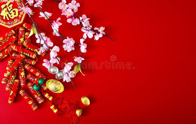 Decori il nuovo anno cinese 2019 su un fondo rosso (caratteri cinesi Fu nell'articolo riferisca alla buona fortuna, la ricchezza, fotografie stock