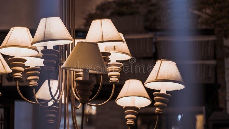 Decori l'illuminazione della lampada di pavimento dell'abbagliamento fotografia stock