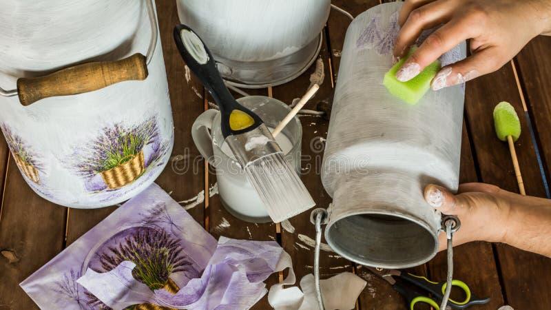 Decoupage -装饰牛奶搅动 库存图片