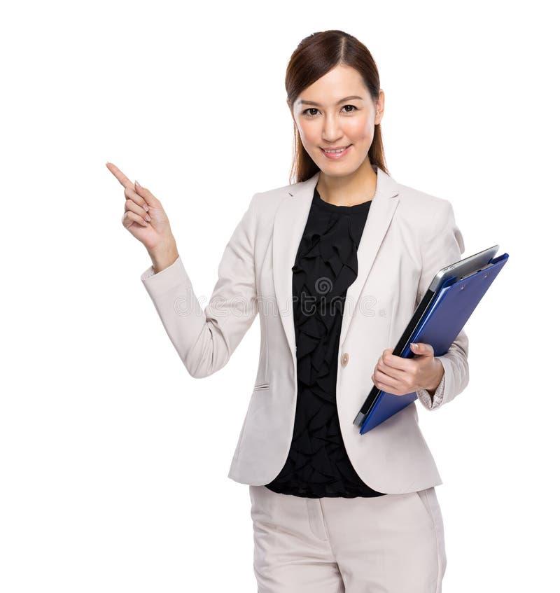 Dedo asiático da mulher de negócio acima com placa de grampo fotos de stock