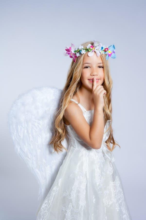 Dedo el dormir de la niña de los niños del ángel imágenes de archivo libres de regalías