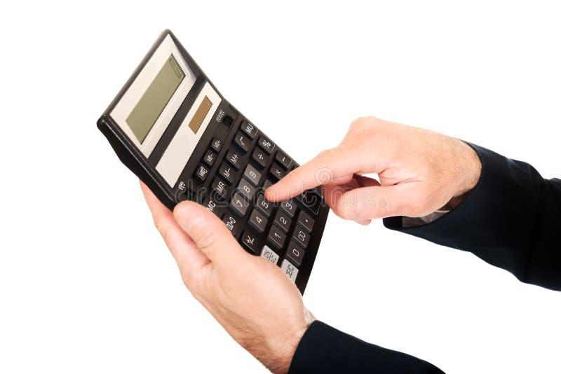 Dedo masculino que empurra o botão na calculadora imagem de stock royalty free