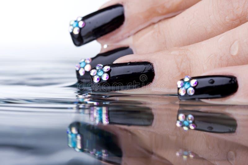 Dedos com manicure original do projeto fotografia de stock