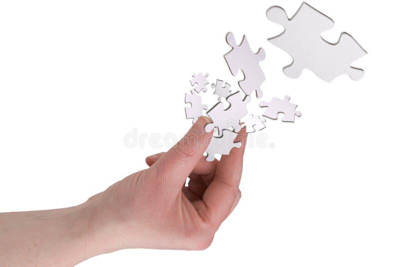 Dedos de la mujer con el rompecabezas pi imagen de archivo
