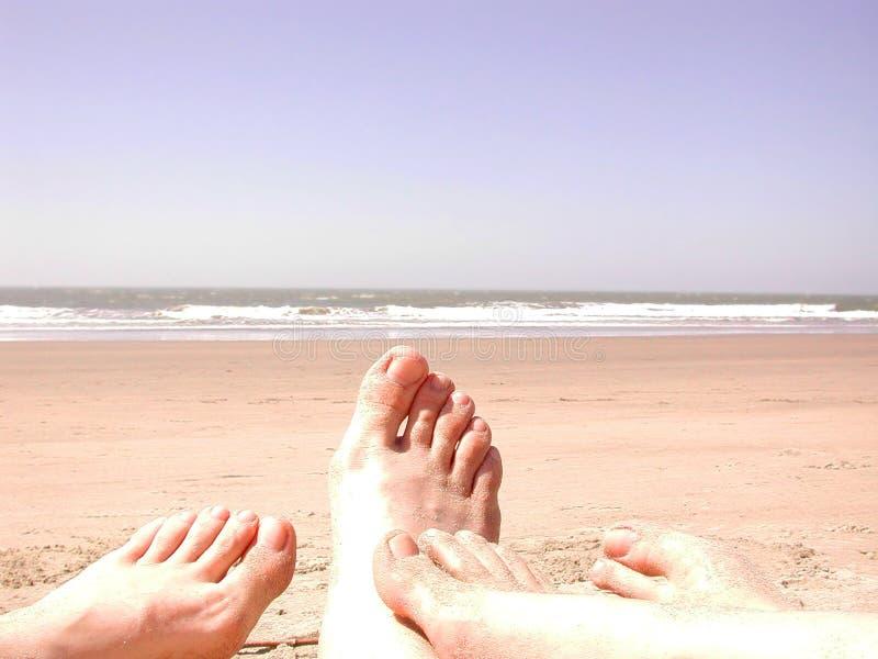 Dedos do pé da areia da praia fotografia de stock