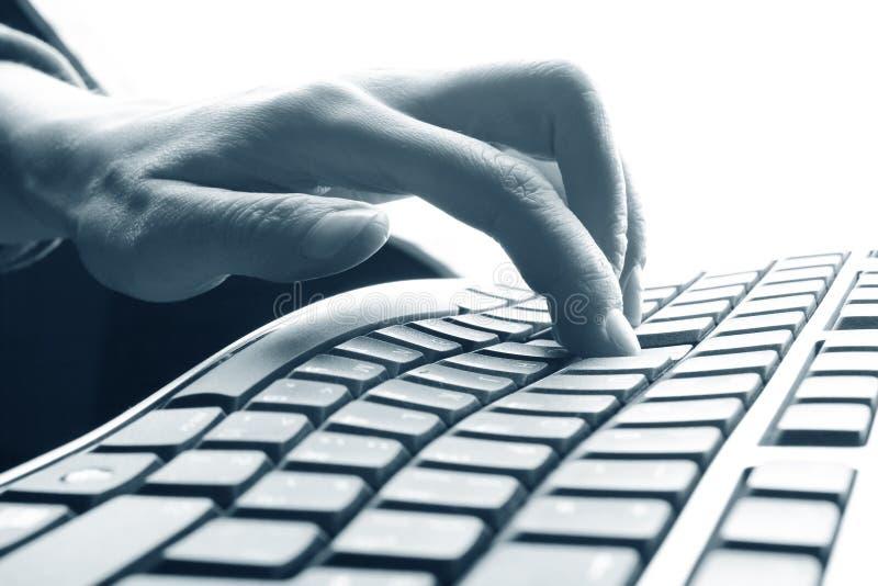 Dedos en el teclado foto de archivo libre de regalías