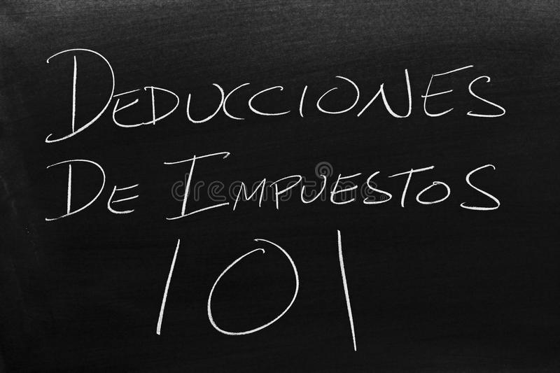 Deducciones De Impuestos 101 на классн классном Перевод: Скидки с налога 101 стоковое изображение