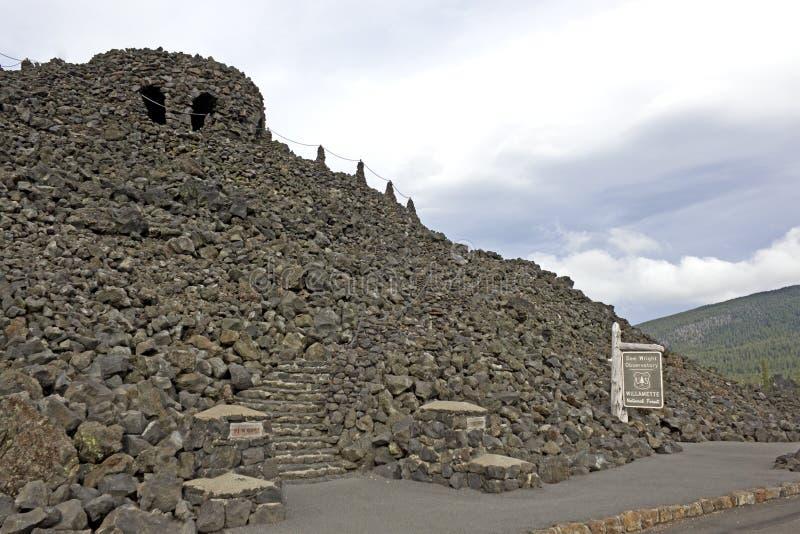Dee Wright observatoriumCentral Oregon arkivbilder