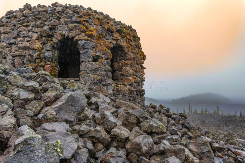 Dee Wright Observatory McKenzie Pass lizenzfreie stockfotos