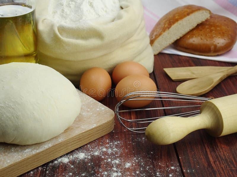 Deeg voor het maken van brood. royalty-vrije stock foto