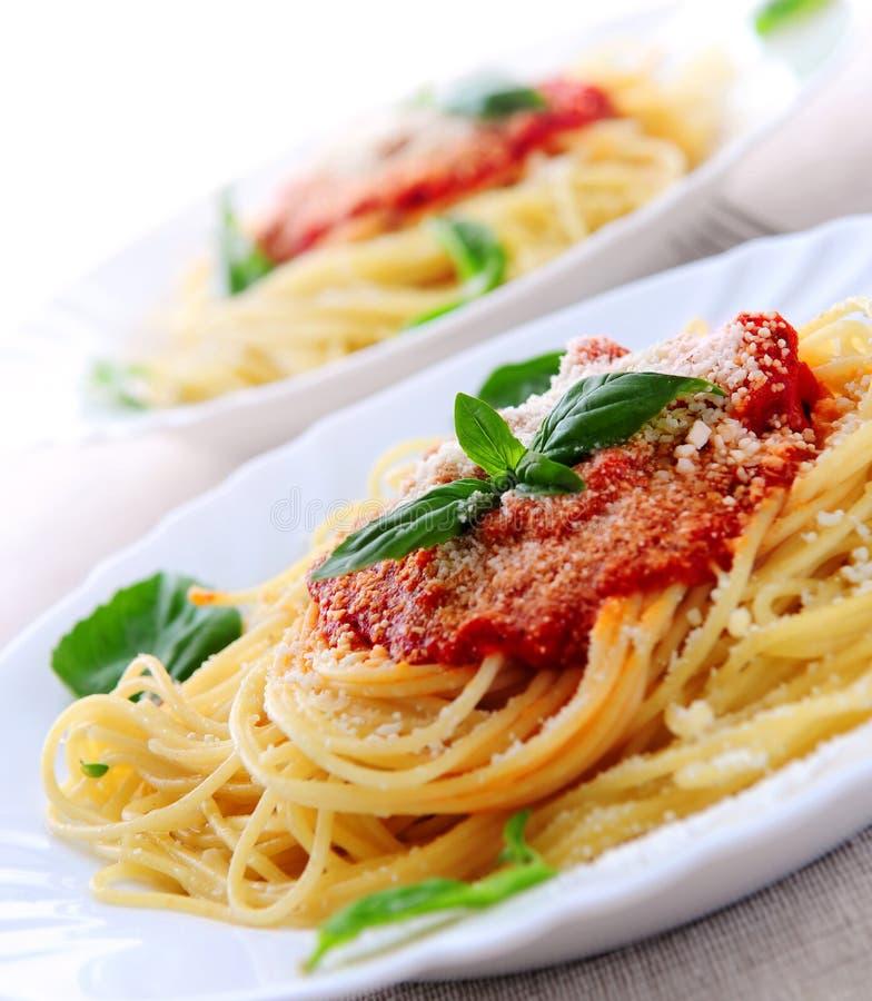 Deegwaren en tomatensaus stock afbeelding