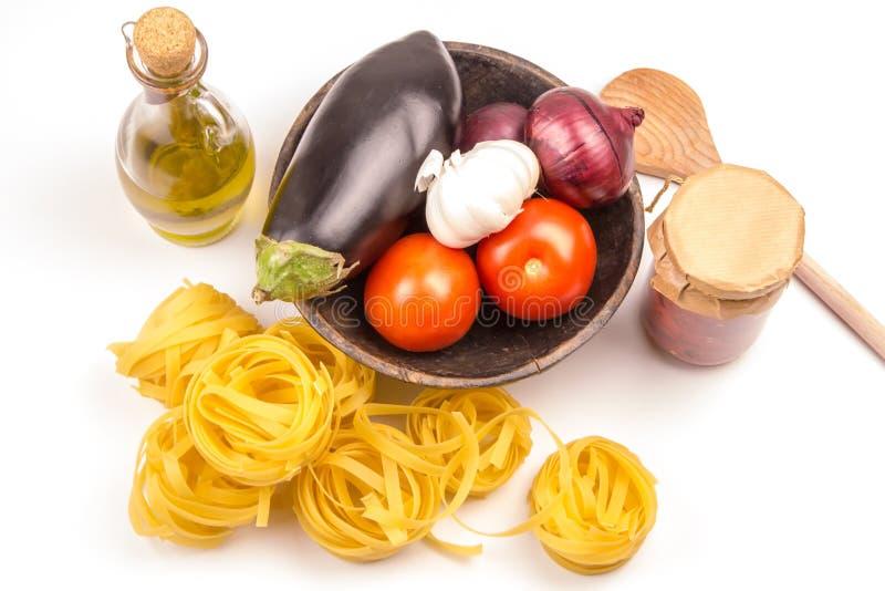 Deegwaren het koken ingrediëntenconcept op witte kok Mediterranean FO royalty-vrije stock foto's