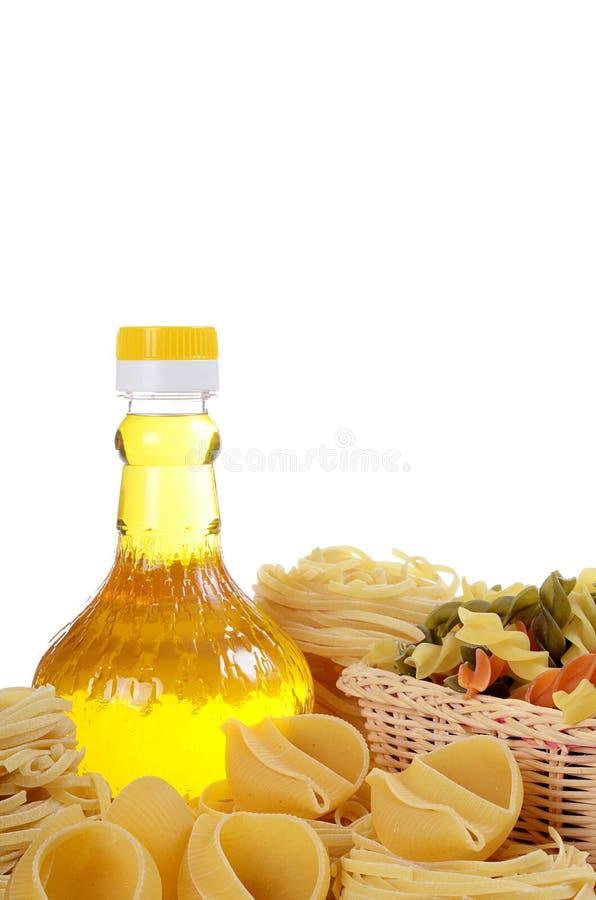 Deegwaren met een olijfolie royalty-vrije stock fotografie