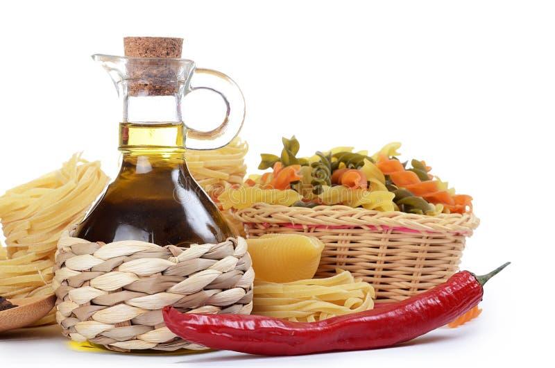 Deegwaren met een olijfolie royalty-vrije stock foto's
