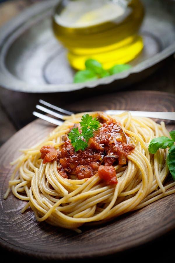 Download Deegwaren met tomatensaus stock foto. Afbeelding bestaande uit sluit - 29502976