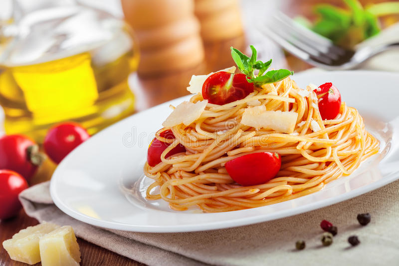 Deegwaren, spaghetti royalty-vrije stock afbeeldingen