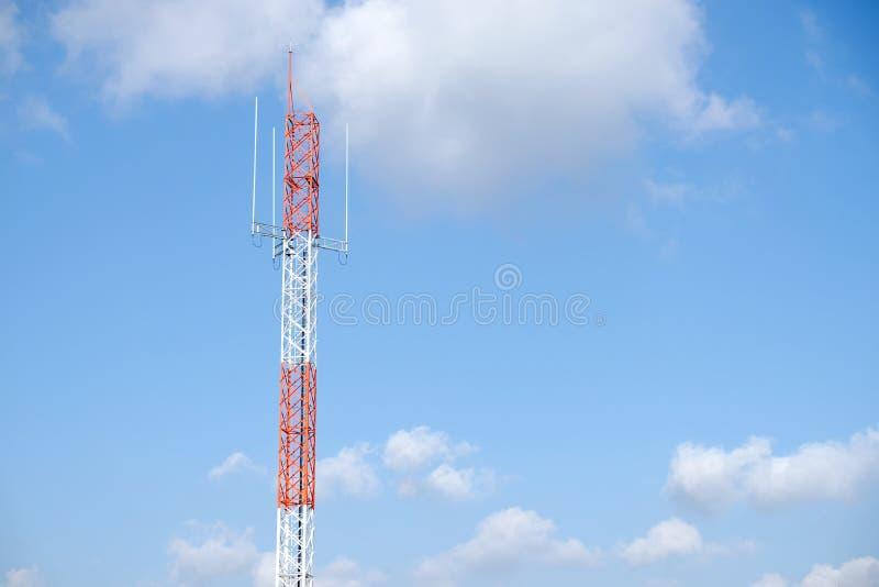 Deel torentribune alleen onder de blauwe hemel mee stock fotografie