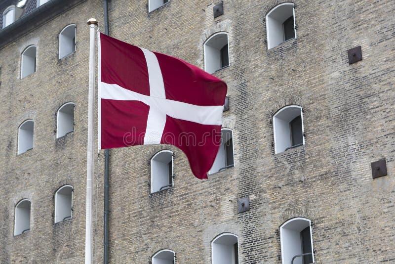 Deense vlag in openlucht royalty-vrije stock fotografie