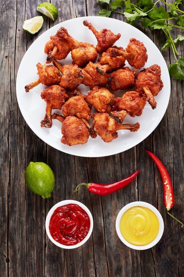Deep fried a battu les ailes de poulet croustillantes image stock