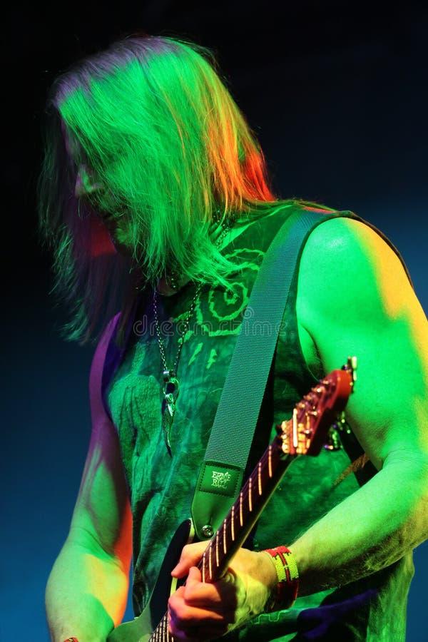 Deep Purple esegue in scena durante il loro concerto a Minsk, Bielorussia il 27 marzo 2011 immagine stock libera da diritti