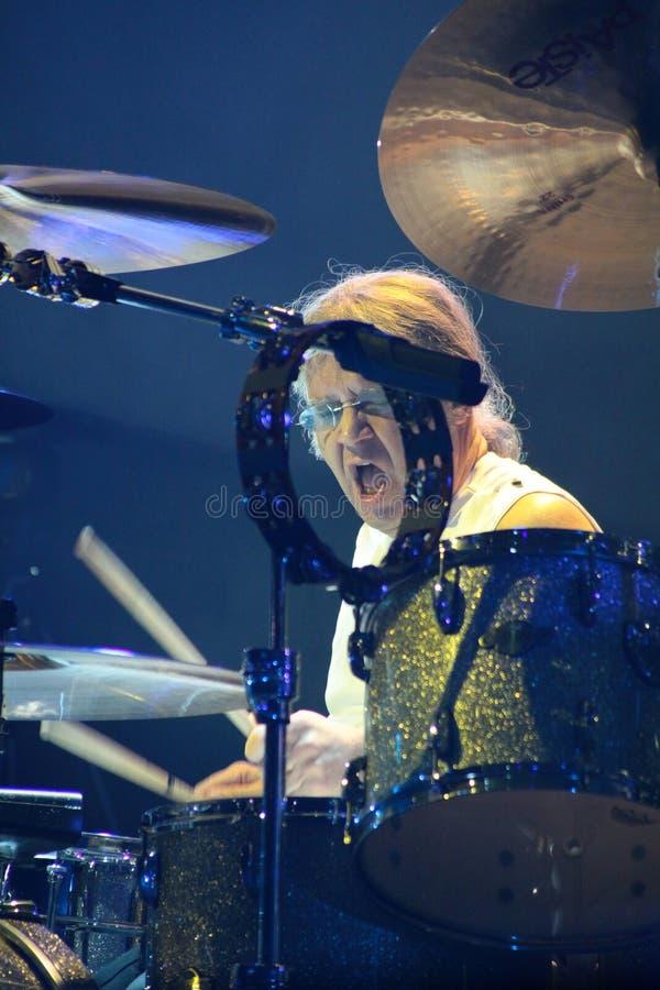 Deep Purple esegue in scena durante il loro concerto a Minsk, Bielorussia il 27 marzo 2011 fotografie stock