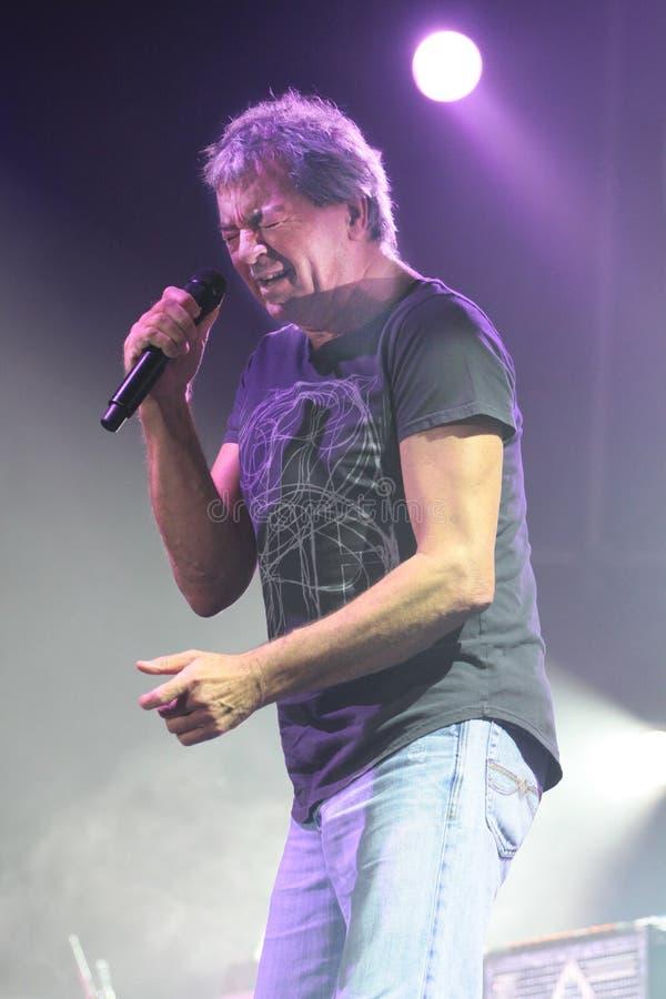 Deep Purple esegue in scena durante il loro concerto a Minsk, Bielorussia il 27 marzo 2011 fotografie stock libere da diritti