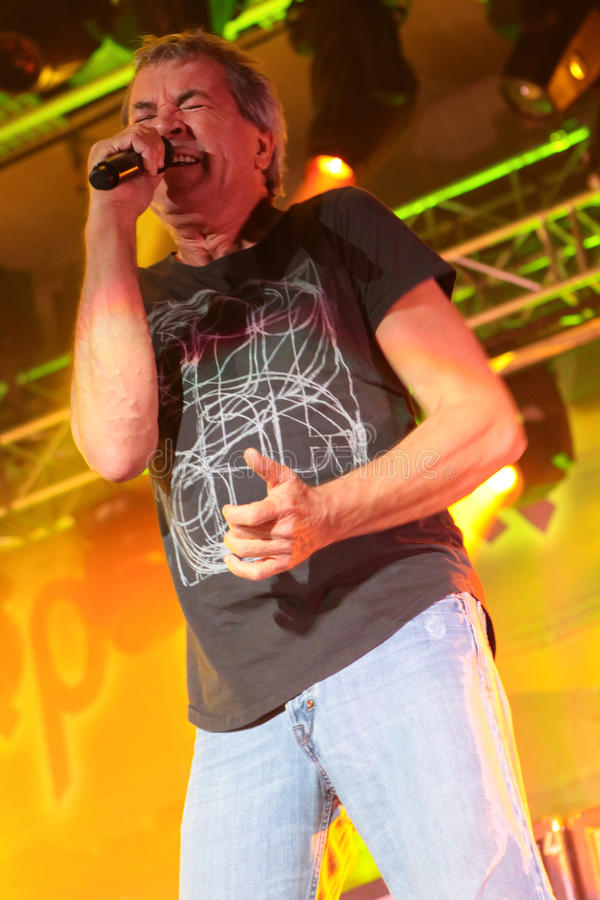 Deep Purple esegue in scena durante il loro concerto a Minsk, Bielorussia il 27 marzo 2011 immagini stock