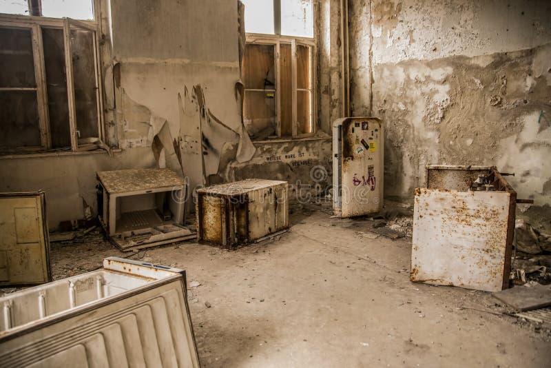 Defekte Kühlschränke An Verlassenem Krankenhaus Und An Sanatorium ...