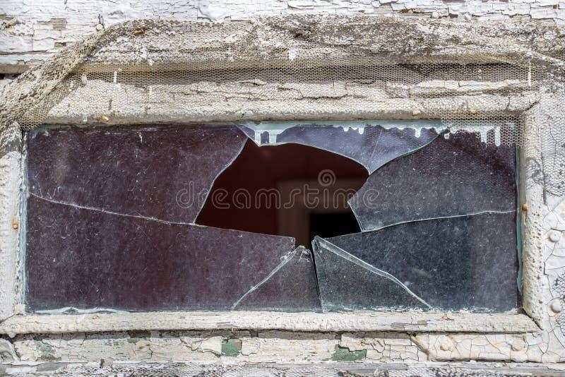 Defektes Glas des kleinen Fensters lizenzfreie stockbilder
