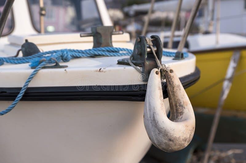 Defensa blanca del barco para el barco de motor foto de archivo