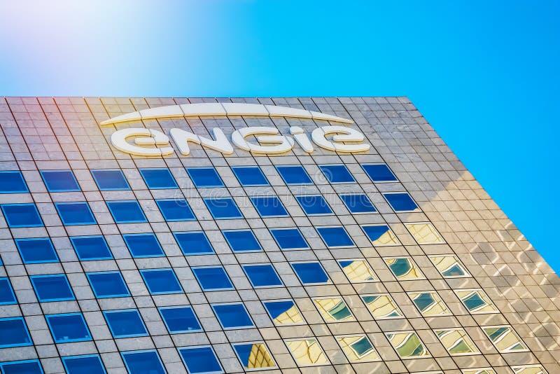Defensa del La, Francia - 17 de julio de 2016: Primer encima de la torre de Engie Engie es una compañía multinacional francesa de imagen de archivo libre de regalías