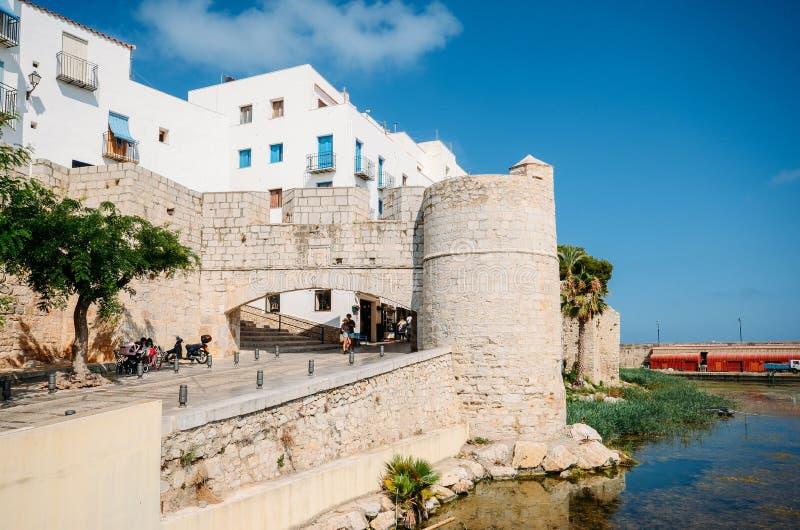 Defensiv bastion på Peniscola, Castellon, Spanien, en århundradecitadell för th 13 arkivfoto