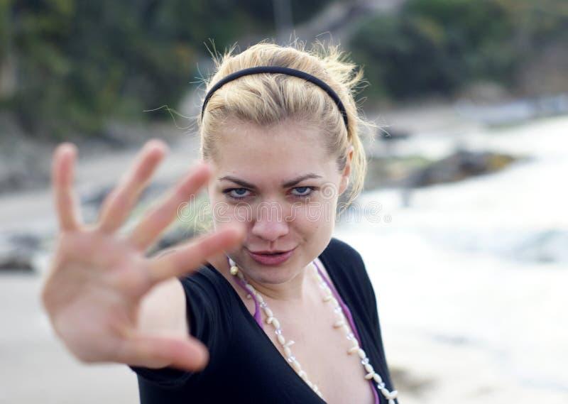 defensiv kvinna royaltyfria foton