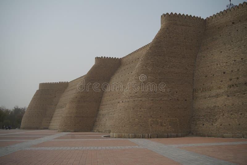 Defensiva väggar av tillflyktslotten Bukhara usbekistan asia royaltyfri foto