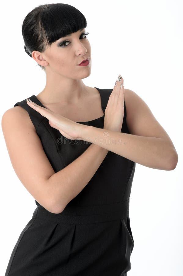 Defensive schützende Frau mit den Waffen gekreuzt stockbild