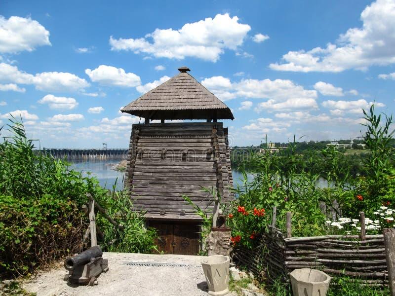 Defensywna drewniana budowa kozaczkowie w powikłany ` Zaporozhye Sich ` zdjęcia stock