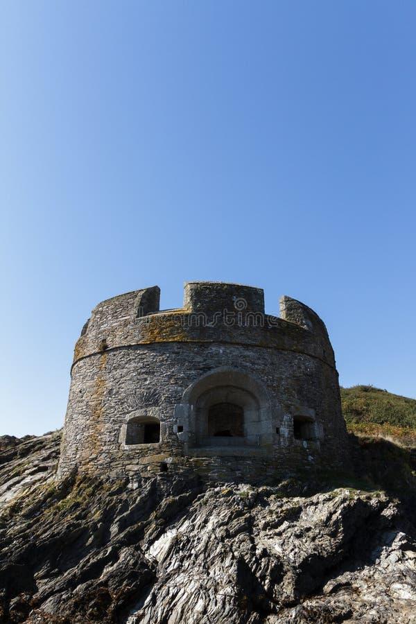 Defesa de mar pequena de Dennis, castelo Falmouth de Pendennis foto de stock
