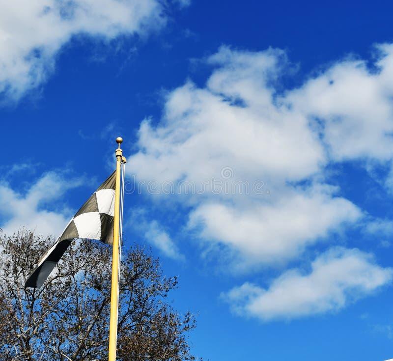 Definitieve overlappingsvlag en wolken stock foto