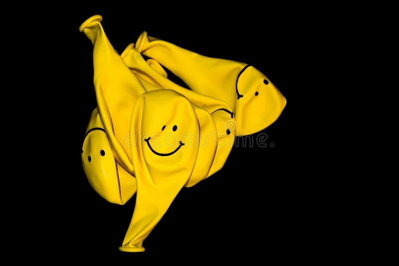 Deflaterade gula ballonger royaltyfria bilder