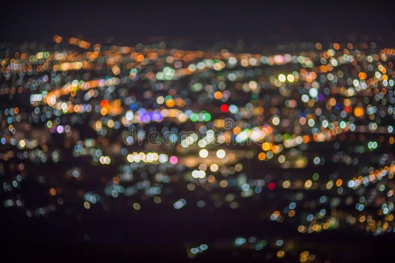 Defocused抽象ChiangMai市夜点燃背景 库存图片