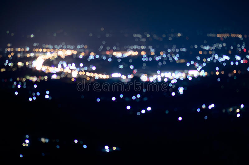 Defocused абстрактная ноча города ChiangMai освещает предпосылку стоковое фото rf