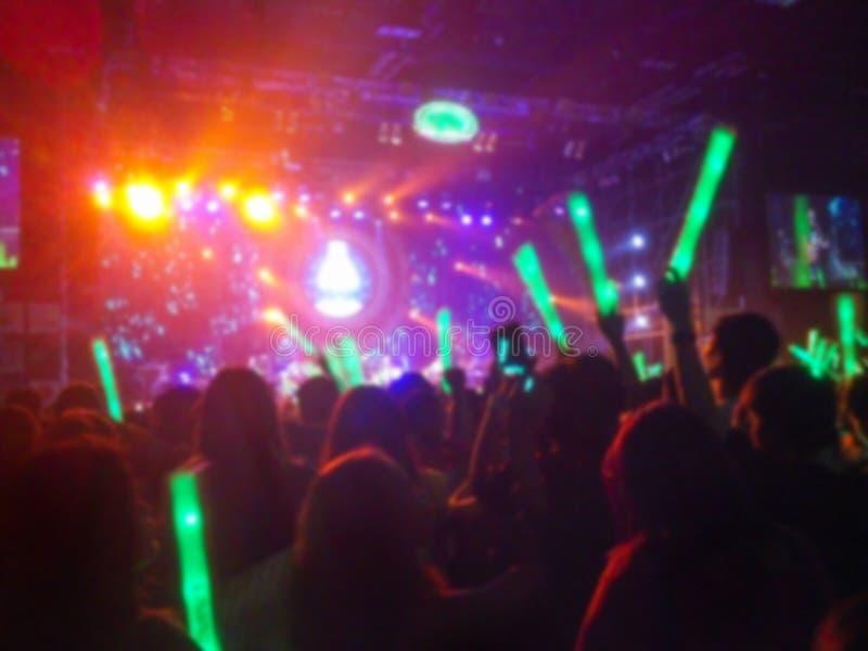 Defocused влияния этапа освещения рок-концерта и Sti освещения стоковые фото