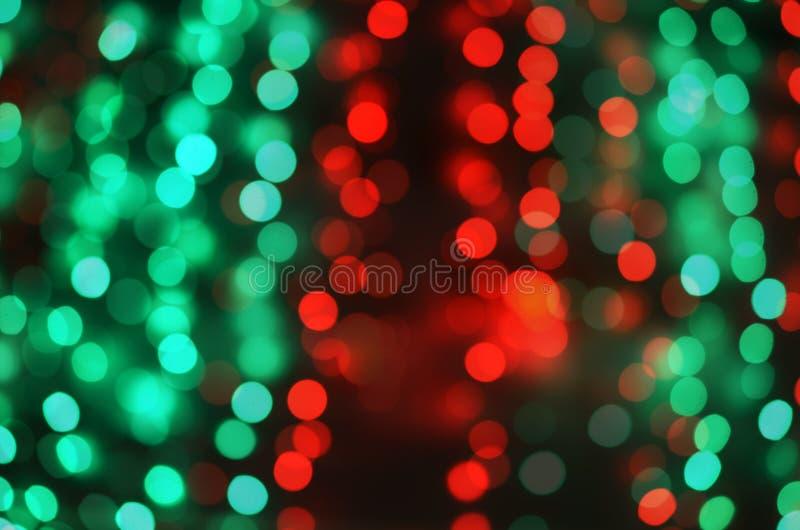 Defocused красное и зеленое мерцание bokeh освещает предпосылку стоковая фотография