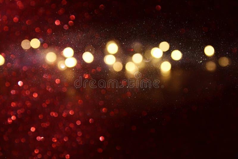 Defocused abstrakcjonistyczny czerwieni i złota świateł tło zdjęcia stock