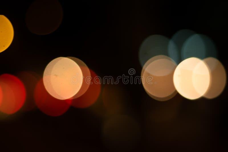 Defocused bakgrund för ljusbokehcirkel på natten royaltyfri bild