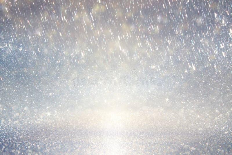 Defocused rosa foto för lila- och guldljusbakgrund arkivbild