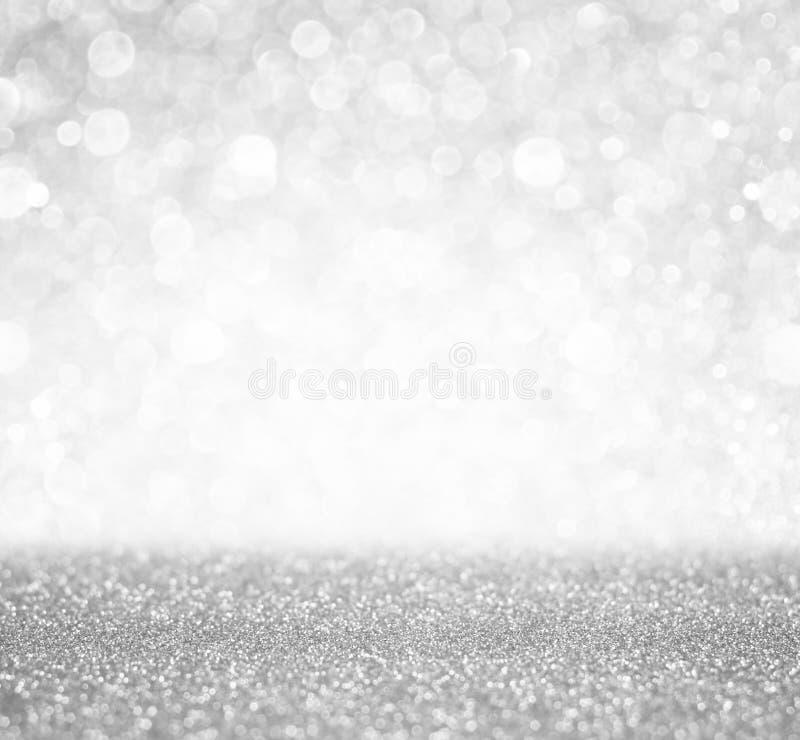 Defocused silver- och vitbokehljus abstrakt bakgrund royaltyfria bilder