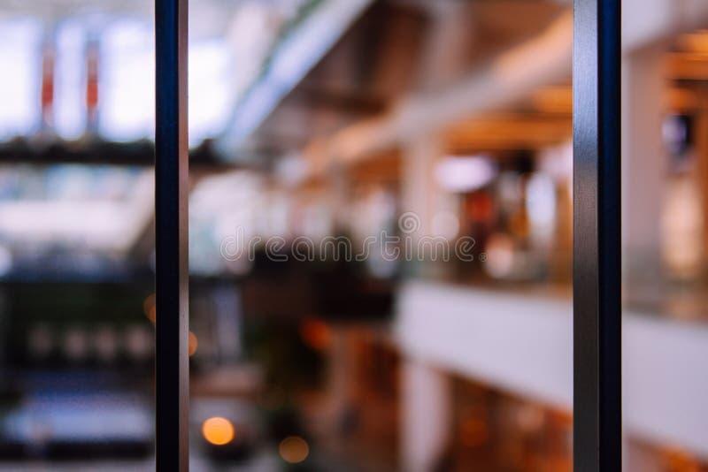 Defocused vaag beeld van winkelcomplex stock afbeeldingen