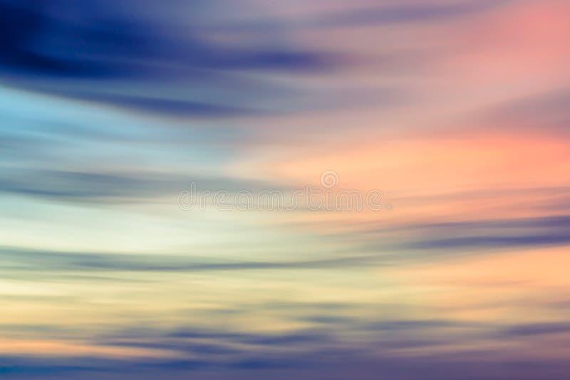 Defocused zmierzchu nieba naturalny tło zdjęcia royalty free