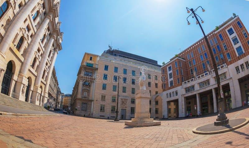 Degli Affari πλατειών με το Palazzo Mezzanotte, το άγαλμα Λ ? ? ? και κτήριο χρηματιστηρίου στοκ εικόνες